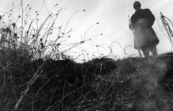 """Fotograma de """"J'aime la guerre"""", de Frédéric Tachou."""