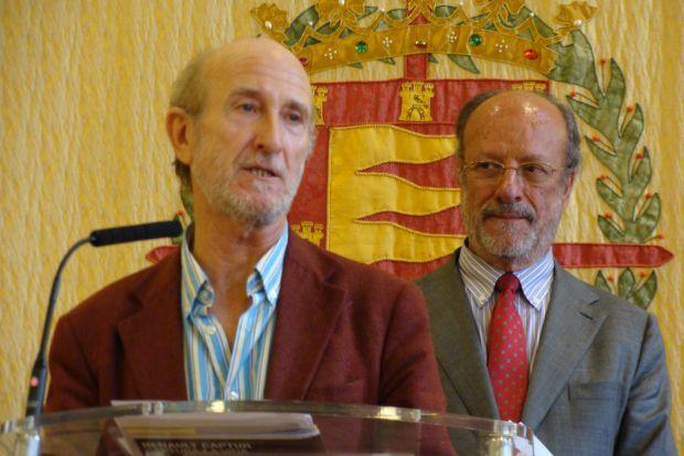 Javier Angulo, director de la SEMINCI, observado muy de cerca por el alcalde de Valladolid, Francisco Javier León de la Riva. Foto: L. Fraile.