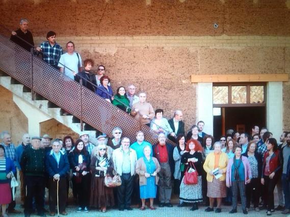 Artistas, poetas, amigos y visitantes reunidos el 25 de octubre en Gordoncillo.
