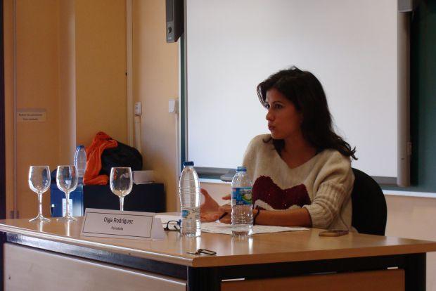 Olga Rodríguez ha impartido este miércoles una conferencia en la Facultad de Filosofía y Letras. Foto: L. Fraile.