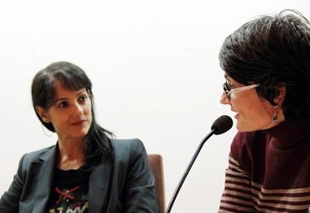 Pilar Martín Gila con Nuria Ruiz de Viñaspre, poeta y directora de la Colección Eme, en la Fundación Centro de Poesía José Hierro.