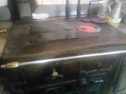 La cocina de carbón, la económica, la que ayudaba a cocinar y quitaba el frío.