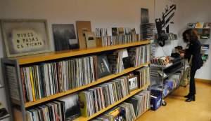 """Discos, películas y revistas en el Aula """"Manuel Tejada"""" de la ULE."""
