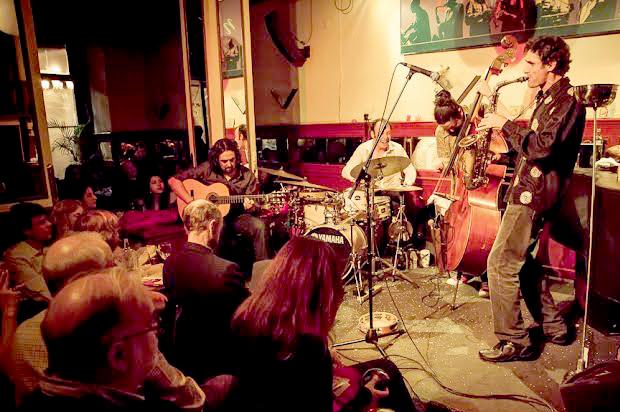 José Luis Gutiérrez Iberjazz trío durante una de sus actuaciones en el Café Central de Madrid. Foto: Javier Gonzales.