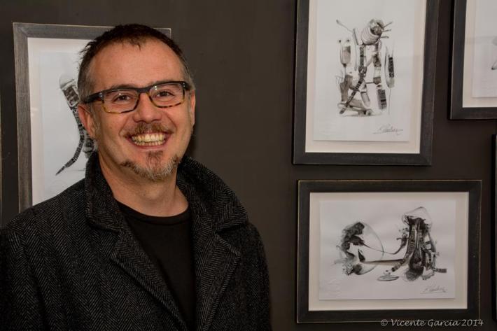 El artista Karlos Viuda en Espacio E. Fotografía: Vicente García