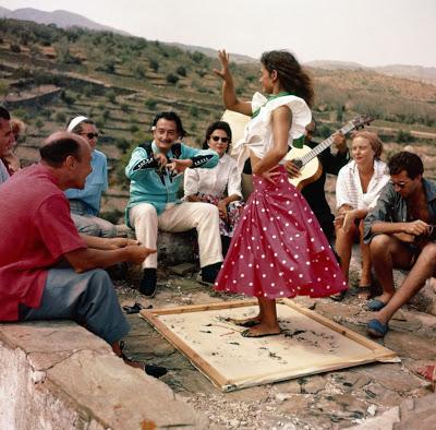 La Chunga baliando ante Dalí y Gala en el verano de 1957.