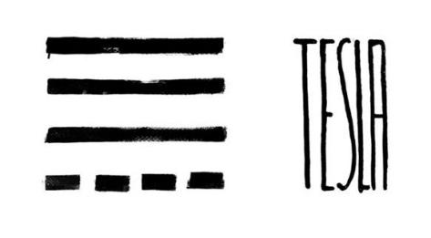 El logo de TESLA es obra del artista Eduardo Fandiño.