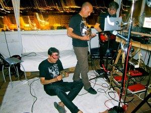 Actuación de Queer Toys con Indigexta DJ en el Torreón Pi, el 30 de junio de 2014.