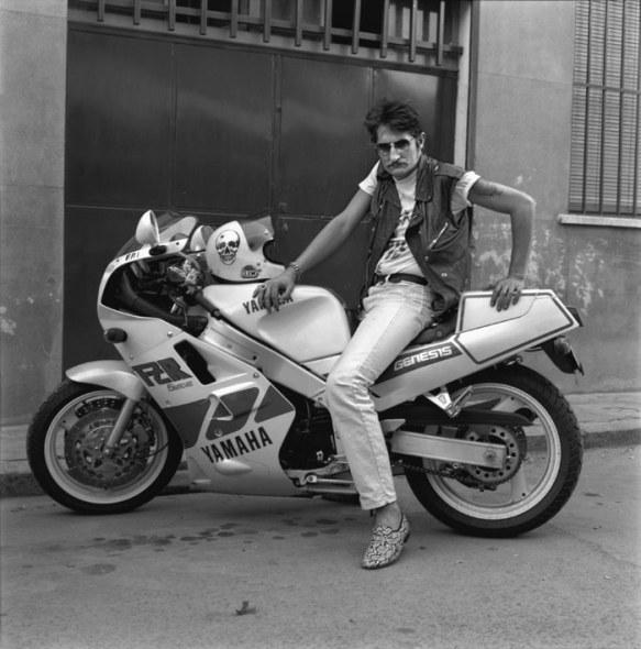 """""""El argentino y su yamaha 1000"""", 1989. © Alberto García-Alix. Cortesía del artista."""