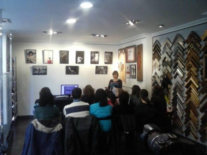 Imagen del taller de Timelapse (creación de fotografía en movimiento), impartido por Isabel Medarde. © Kanya Enmarcación / Facebook.