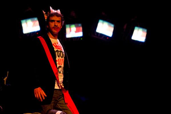 """Espectáculo """"Yo era Hamlet"""", de Cuarteto Teatro. © Fotografía: Marta Vidanes."""