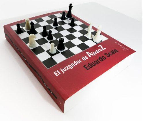 Partida inmortal: Ortueta vs Sanz, Madrid, 1934 (sobre la portada del libro de Eduardo Scala).