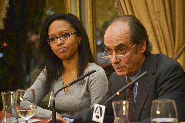 Aline Pereira y Antonio Maura durante la presentación de la obra en la madrileña Casa de América. © Foto: Antonio Veiga.