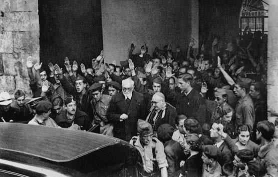 Imagen de Unamuno en 1936, tras el suceso en la Universidad de Salamanca.