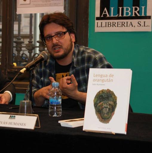 Iván Humanes durante la presentación de su libro el 20 de abril de 2015 en la librería Alibri (Barcelona).
