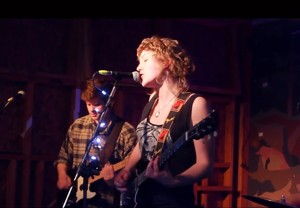 Kate Alexander, de Junk Horses, con el guitarrista Giles Warren.