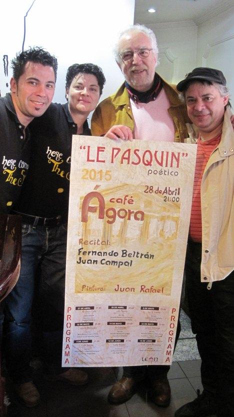 Juan Campal y Juan Rafael (2º y 1º por la derecha), con los responsables del café Ágora.