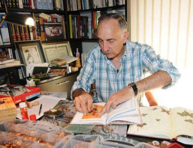 El escritor y editor leonés Gregorio F. Castañón. © Fotografía: JAVIER / Diario de León.