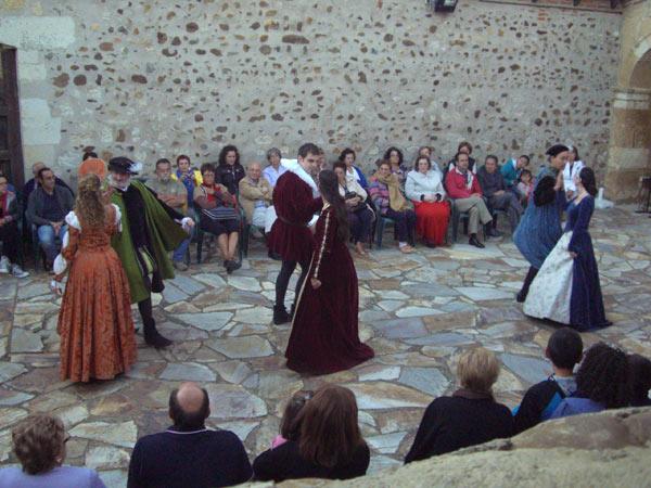 Gratie d'Amore, durante una representación de danzas medievales y renacentistas.
