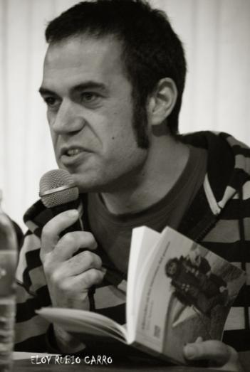 El poeta y escritor Abel Aparicio, durante un recital en 2015. © Fotografía: Eloy Rubio Carro.