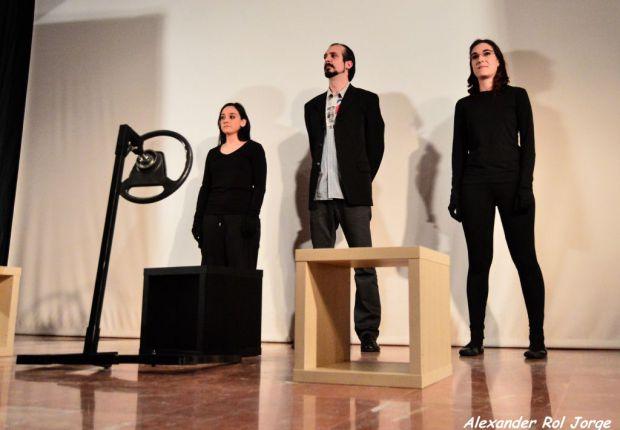 Alexandra Posac, Álvaro Rodríguez y Eva Fernández, intérpretes de esta obra. © Fotografía: Alexander Rol.