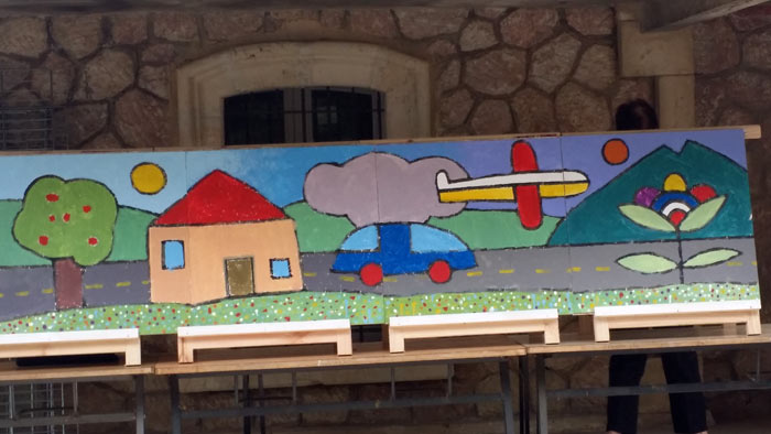 Frescos realizados por los niños del colegio Joseph Néo, en Elne (Francia).