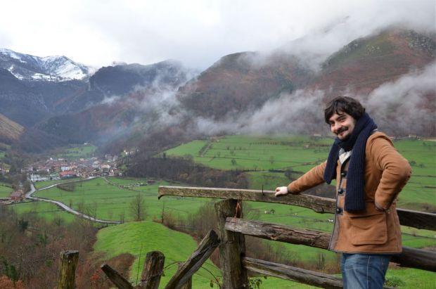 """Emilio Gancedo, autor de """"Palabras mayores. Un viaje por la memoria rural"""". © Fotografía: Xosé Antón Ambás."""
