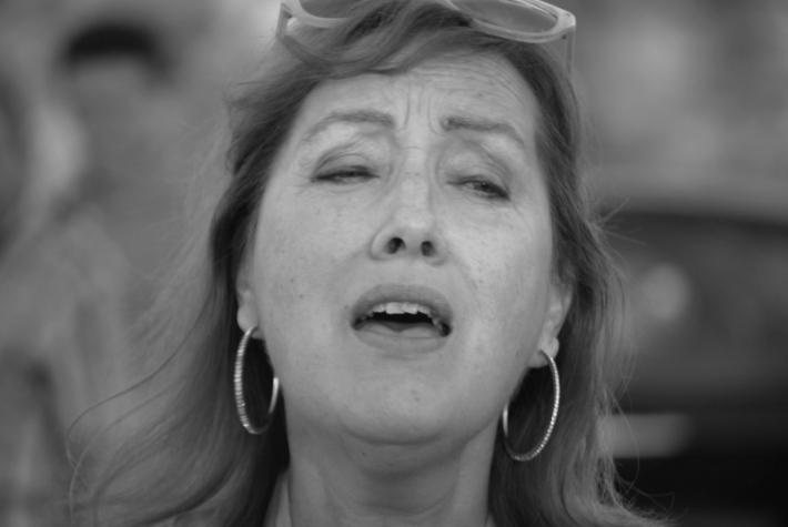 María José Cordero, cantando. © astorgaredaccion.com