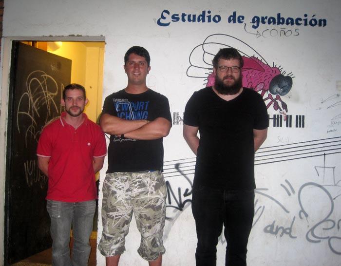 Los tres conductores de Cubo Radio. © Fotografía: Eloísa Otero.