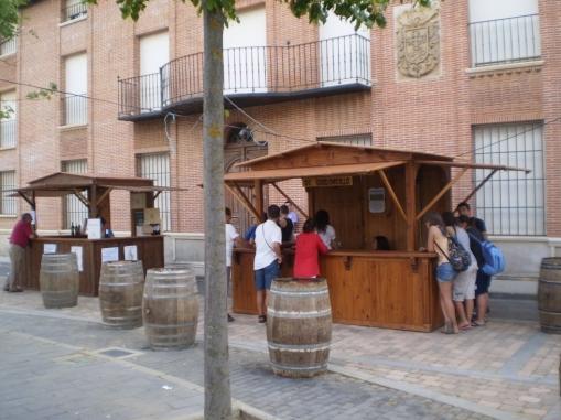Imagen retrospectiva de las casetas de la Feria Vitivinícola de Gordoncillo. © Fotografía: Lala.