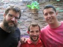 Genzo, Pedro y Rompe, conductores de Cubo Radio. © Fotografía: Eloísa Otero.