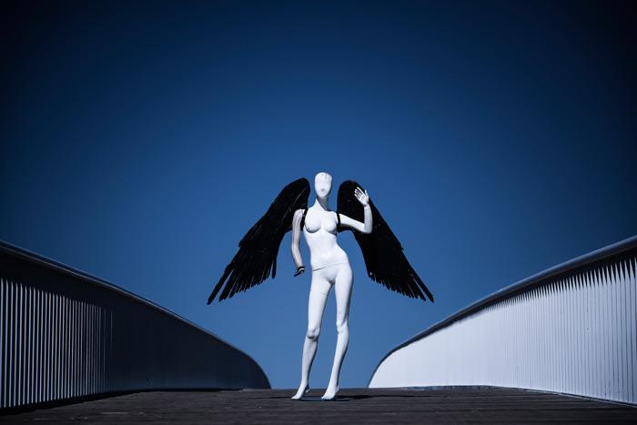 """""""META A. MORFOSIS 1"""". De la serie fotográfica Meta A. Morfosis, 2015, realizada por Eduardo Fandiño para Kosicas y Telares."""