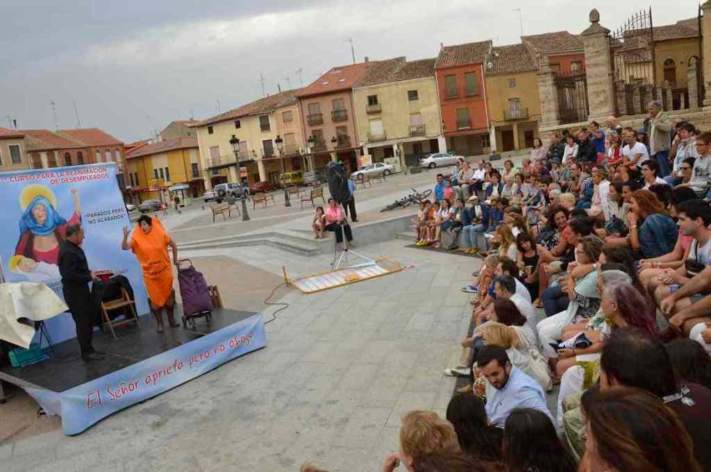 Espectáculo La Conga, de la compañía Trapu-Zaharra en la representación de Villalón. © Fotografía: TOR.