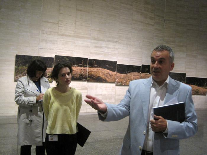 Manuel Olveira, director del Musac, en una sala de laeExposición