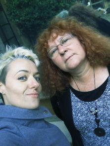 Las cronistas gráficas, Miriam Vega y Eloísa Otero, en un selfie.