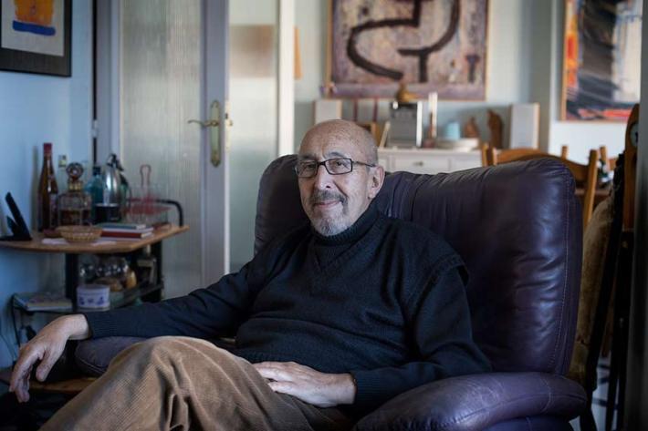 El pintor Manuel Jular en su casa de León. © Fotografía: José Ramón Vega.