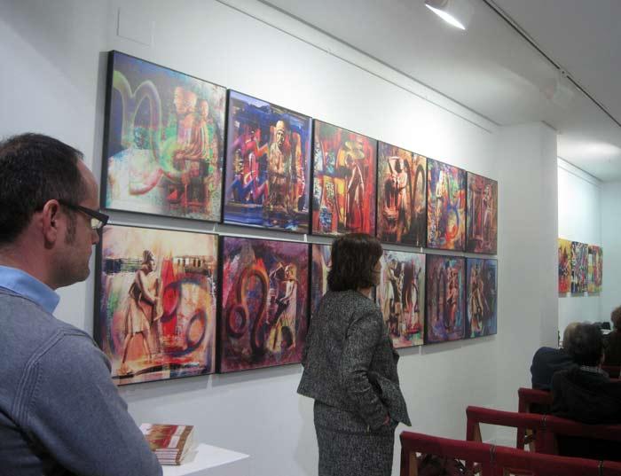 Imagen de la galería Ármaga con los cuadros de Jular recién colgados. © Fotografía: E. Otero.