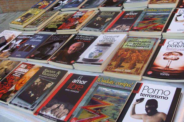 Selección de libros de la editorial navarra Txalaparta. Foto: L. Fraile.