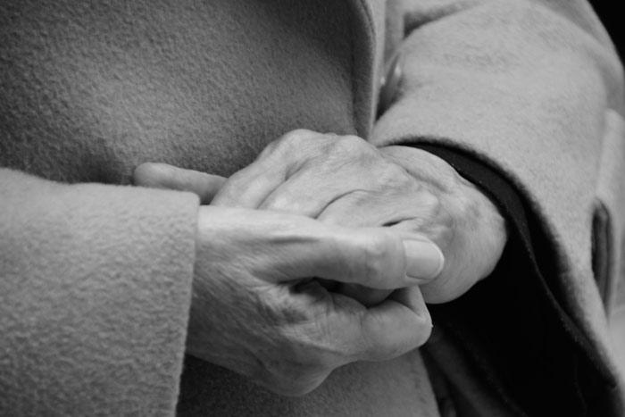Las manos de Elena Diego. © Fotografía: Eloy Rubio Carro.