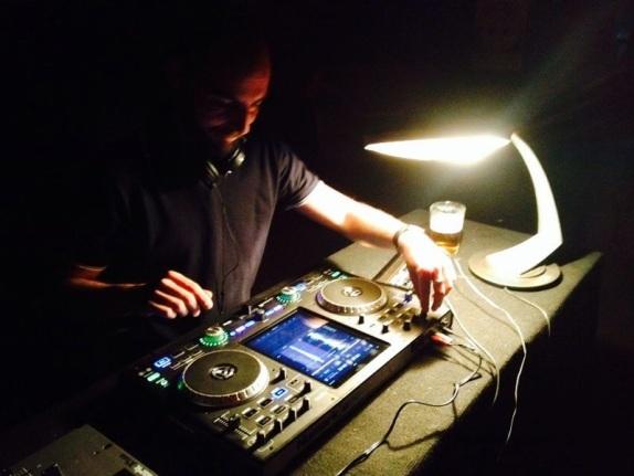 Pablo Rodríguez en directo en la sala Retrovisor. Fotografía: Hotaru Visual Guerrilla.
