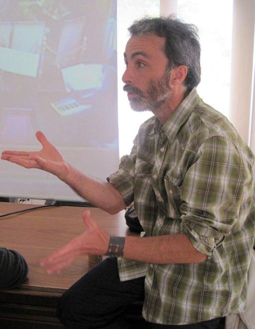 Alberto R. Torices durante el taller que impartió en el Laboratorio Poético (León, 2014). © Foto: E. Otero.
