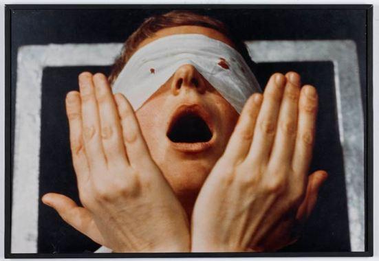 Gina Pane. Detalle de Action Psyché (1974). Fotografía color. Colección IAC, Institut d'art contemporain, Villeurbanne/Rhône-Alpes. © ADAGP París © VEGAP, León, 2015-16.