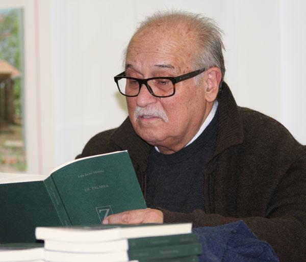 """El poeta Luis Javier Moreno durante la presentación de su libro """"De palabra"""" en la Fundación Montes."""