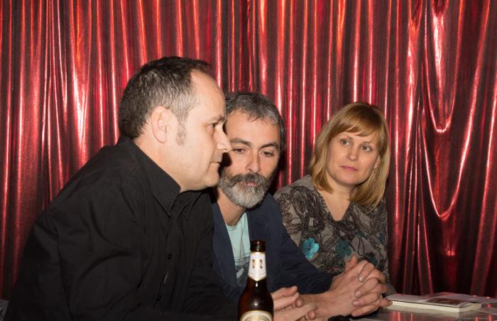 Héctor Escobar, Alberto R. Torices y Natalia Álvarez en la presentación. © Fotografía: Vicente García.