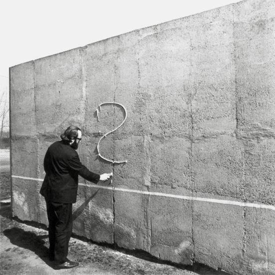 Július Koller. Univerzálny Futurologický Otáznik (U.F.O.) / Universal Futurological Question Mark (U.F.O.), 1972. © Tate Modern y Július Koller Society.