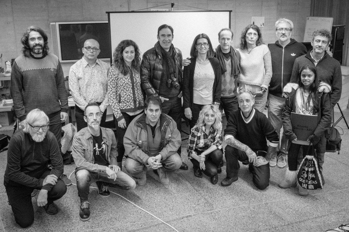 Foto de familia de los 15 participantes en el taller con García Alix.