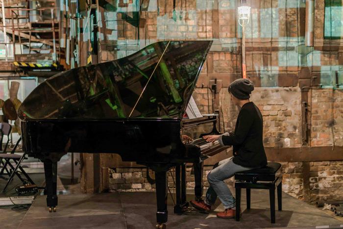 Hara Alonso en concierto. Cortesía de la artista.
