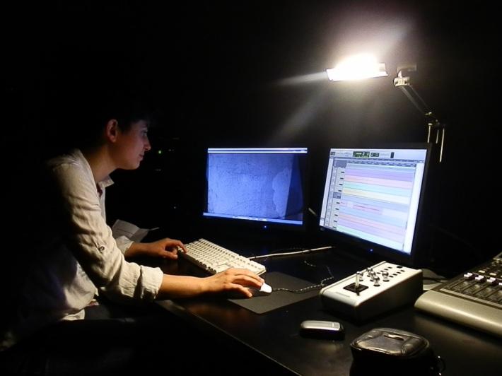 """Hara Alonso. """"Working in Studio 2 in EMS, Stockholm"""". (Imagen tomada de su página web)"""