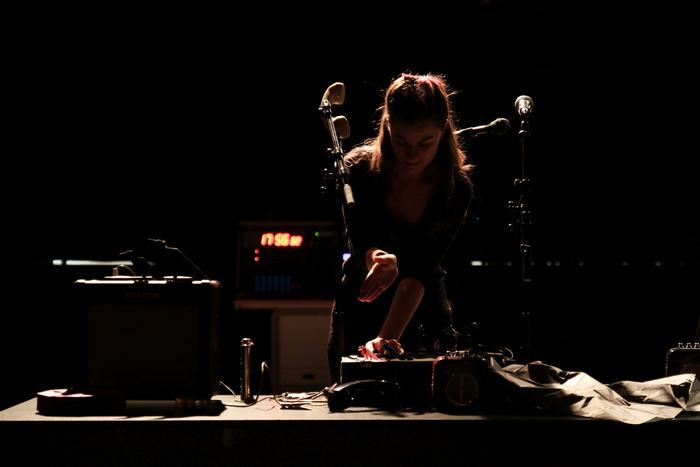 Ainara LeGardon en directo. Fotografía: Salomé Saguillo.