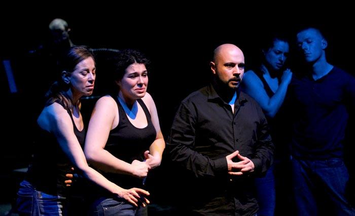 Momento de La patada/Der Kick en el Teatro El Albéitar.. Fotografía: juanluisgx